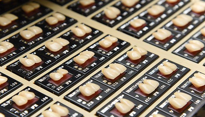 歯の形・歯並びをデザインすることで、「あなたらしさ」を表現します